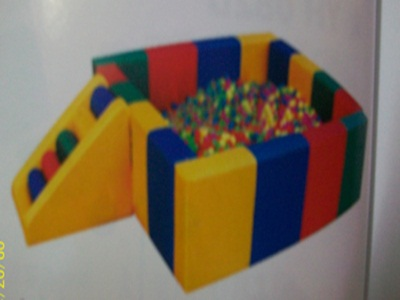 Bể quây bóng hình vuông có bậc thang