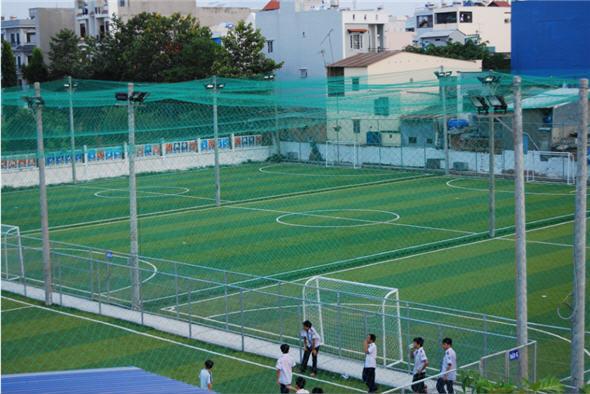 Lưới chắn sân bóng