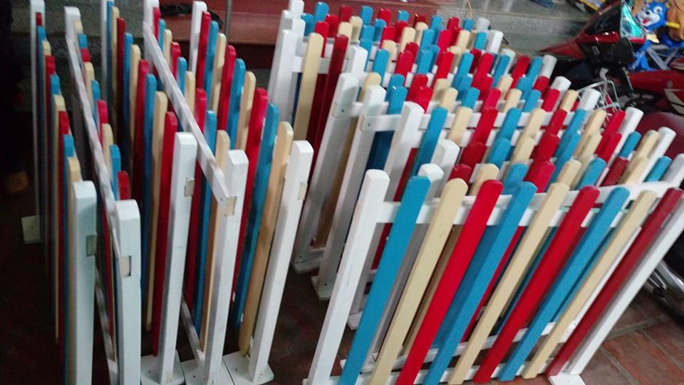 Hàng rào gỗ sắc màu