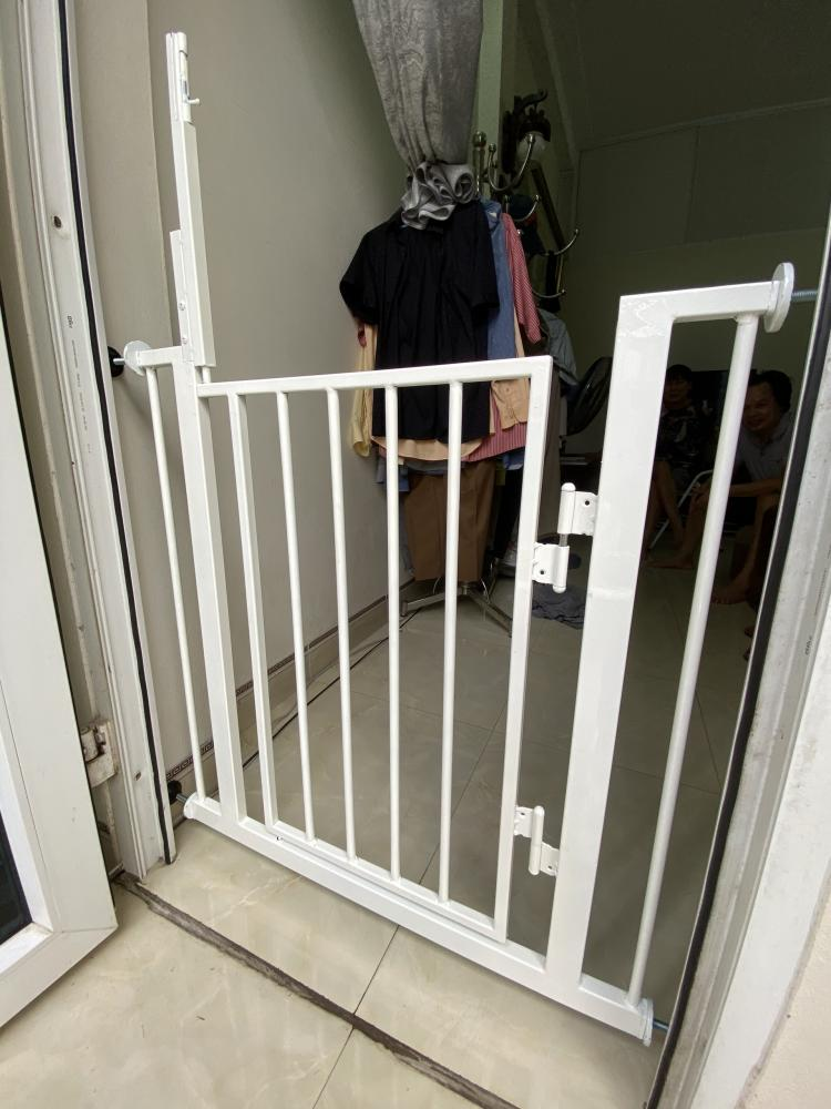 Chặn cửa , chặn cầu thang . An toàn và tiện lợi